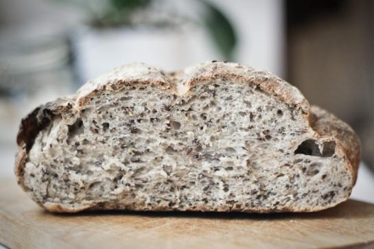 pane ai semi di lino con pasta madre